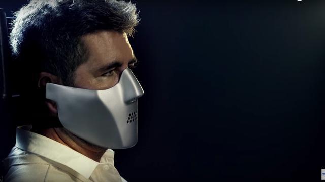 Simon Cowell in de rol van Hannibal Lecter