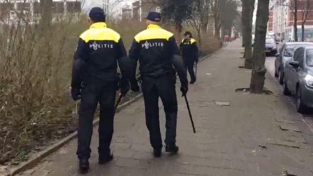 Agenten houden zoekactie in buurt van Jan Tooropstraat