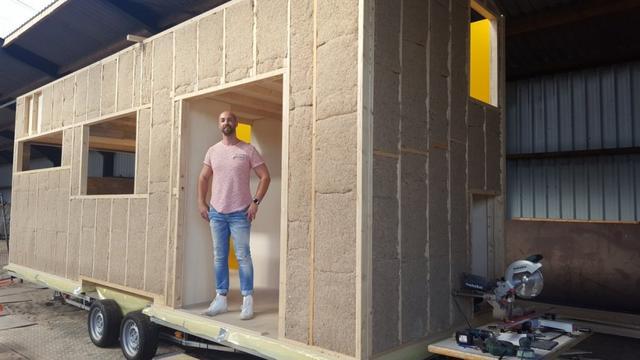 Bredanaar bouwt eigen zelfvoorzienend 'Tiny House'