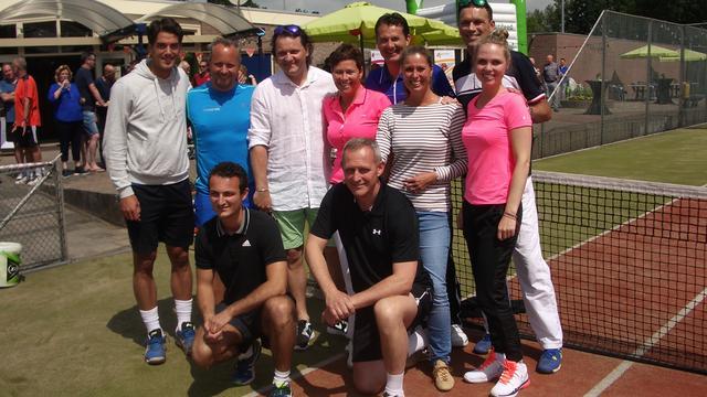 Jacco Eltingh leert Willemstad de fijne tenniskneepjes
