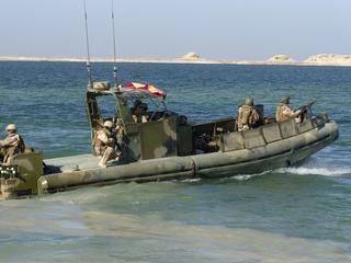Boten met zeker tien bemanningsleden aan boord waren op weg van Koeweit naar Bahrein