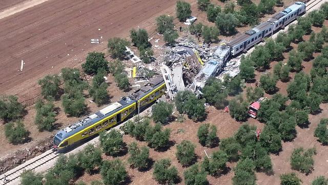 25 doden en tientallen gewonden bij treinbotsing Italië