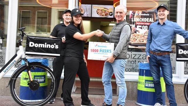Domino's schenkt duizend pizza's aan Voedselbank