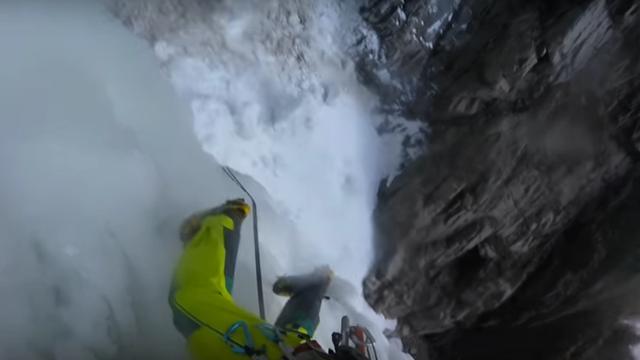 Bergbeklimmer legt ijslawine vast tijdens klimtocht