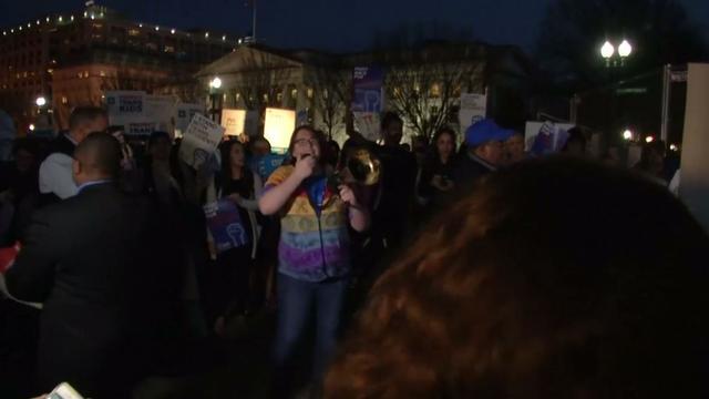 Protest bij Witte Huis tegen besluit Trump genderneutrale toiletten