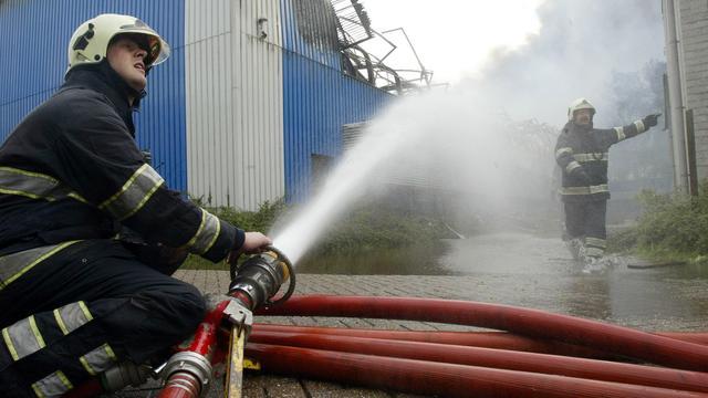 Politie onderzoekt brand bij autohandel Eindhoven