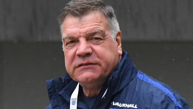 'Nog zeker acht andere coaches in Engeland namen smeergeld aan'