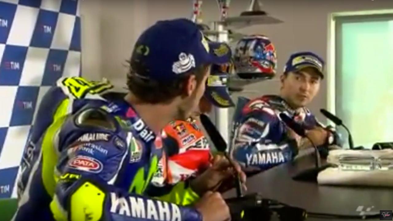 Teamgenoten Rossi en Lorenzo bekvechten op persconferentie