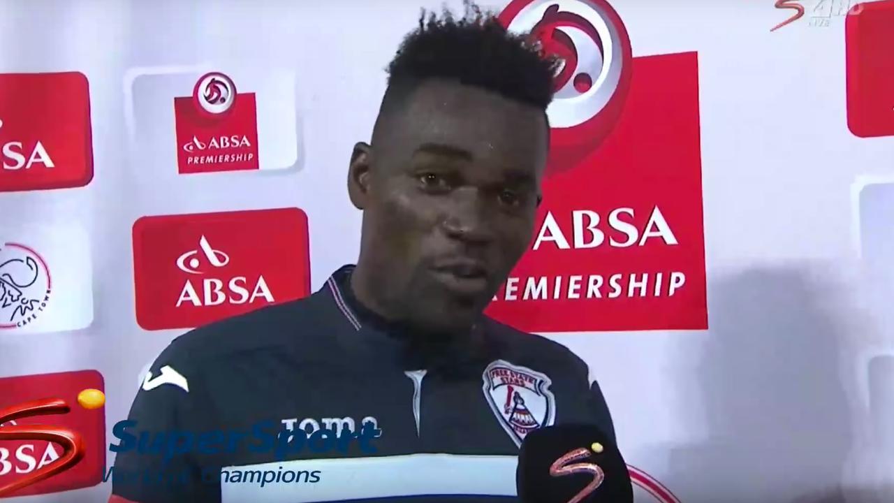 Ghanese voetballer bedankt vrouw en vriendin na winnen prijs