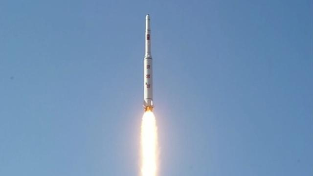 Noord-Korea vuurt raketten af op Japanse Zee