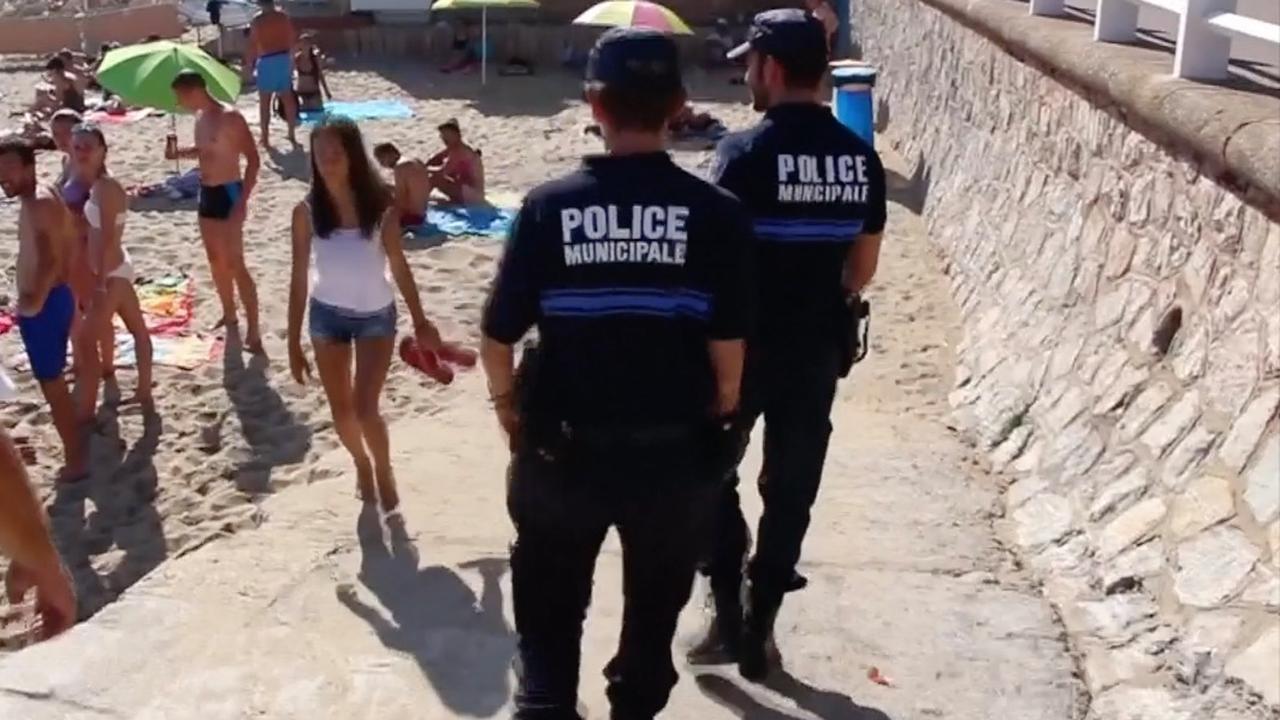 Franse politie doorzoekt tassen op strand Cannes
