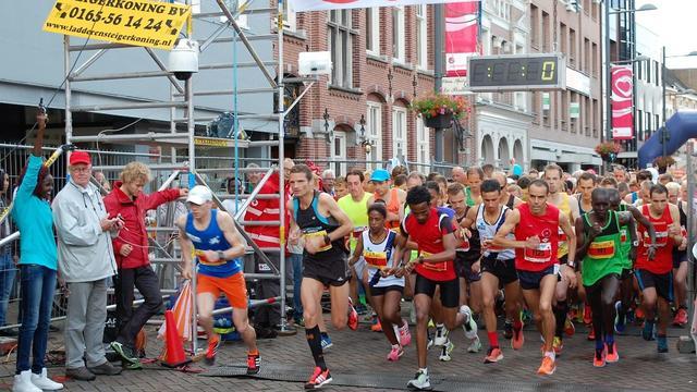 Keniaan Muke Kropp wint halve marathon Roosendaal