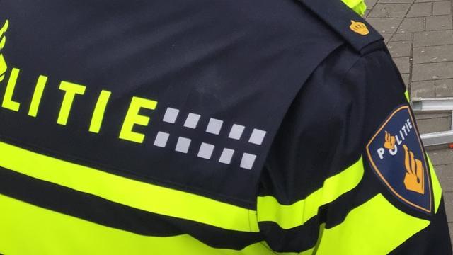 Derde nacht op rij autobrand in Kanaleneiland, twee personen met de schrik vrij