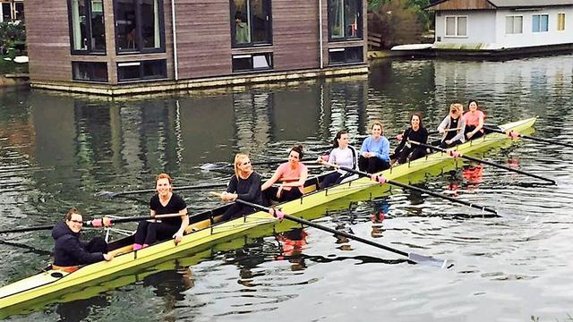 Utrechtse meiden roeien 100 kilometer voor het goede doel