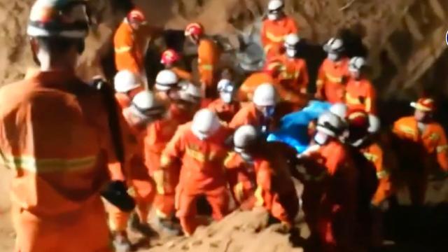 Hulpverleners zoeken overlevenden na landverschuiving China