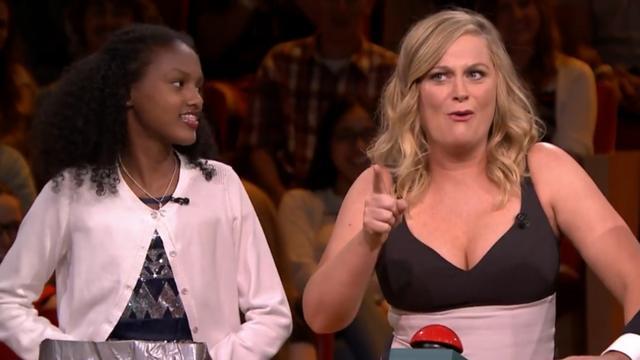 Amy Poehler heeft moeite met simpele rekensom bij The Tonight Show