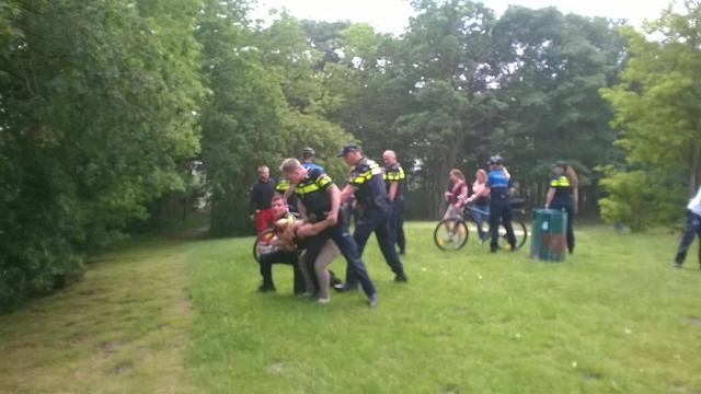 Politie oefent met ramptoeristen, omvallende barbecues en overvaren zwemmers