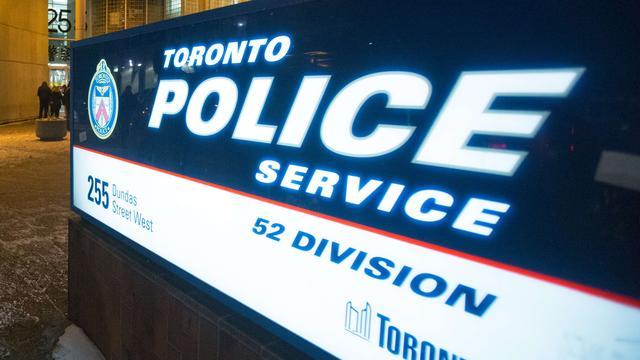 Canadese agent doet kleding cadeau aan winkeldief