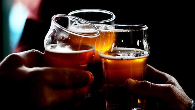 Aantal behandelingen alcoholvergiftiging stijgt met 15 procent