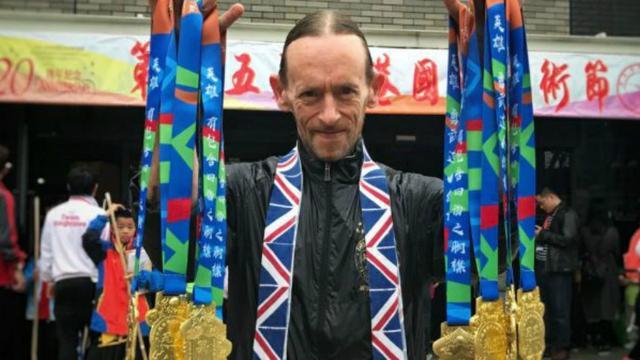 Leidse Kung Fu meester breekt wereldrecord op WK