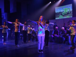Groot aantal van leerlingen speelde mee in theatervoorstelling
