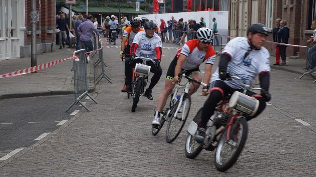 Volksronde opent Roosendaals wielerweekend
