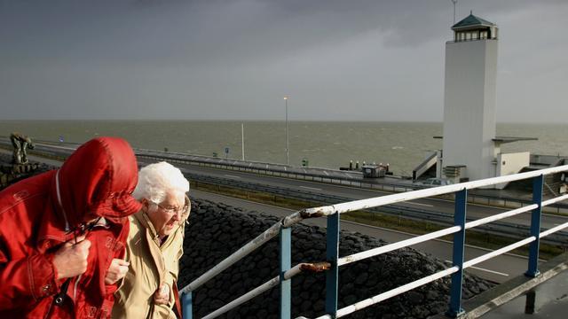 Sluizen Afsluitdijk en Hollandse IJsselkering dicht vanwege weer