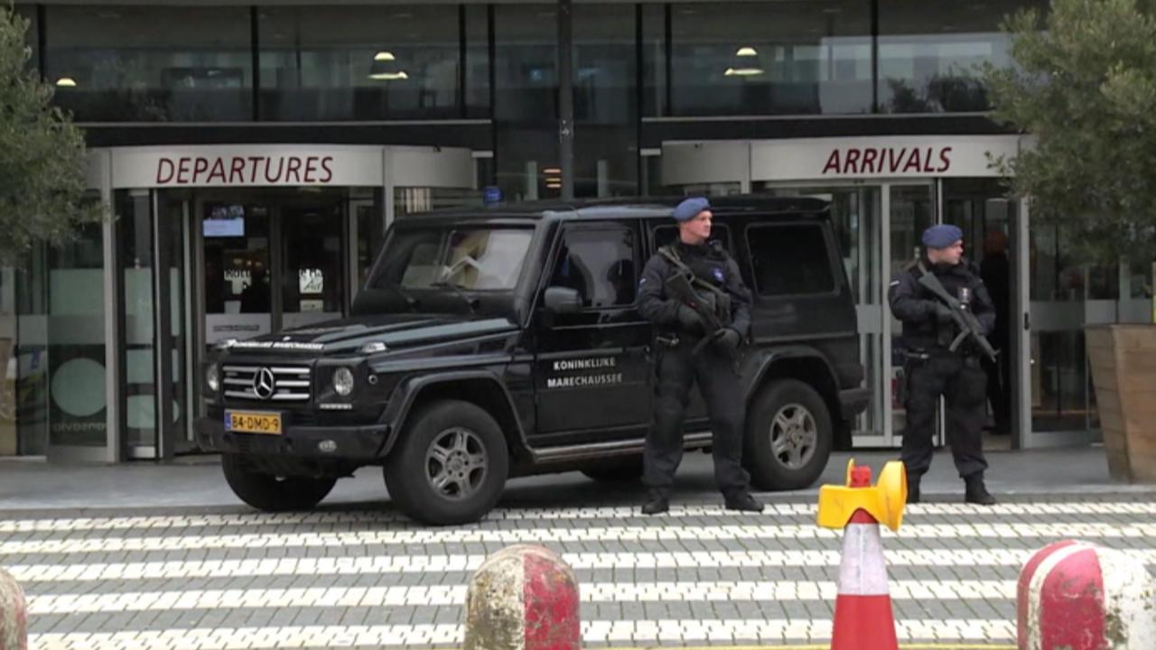 Politie bewaakt vliegveld Rotterdam na terreurdreiging