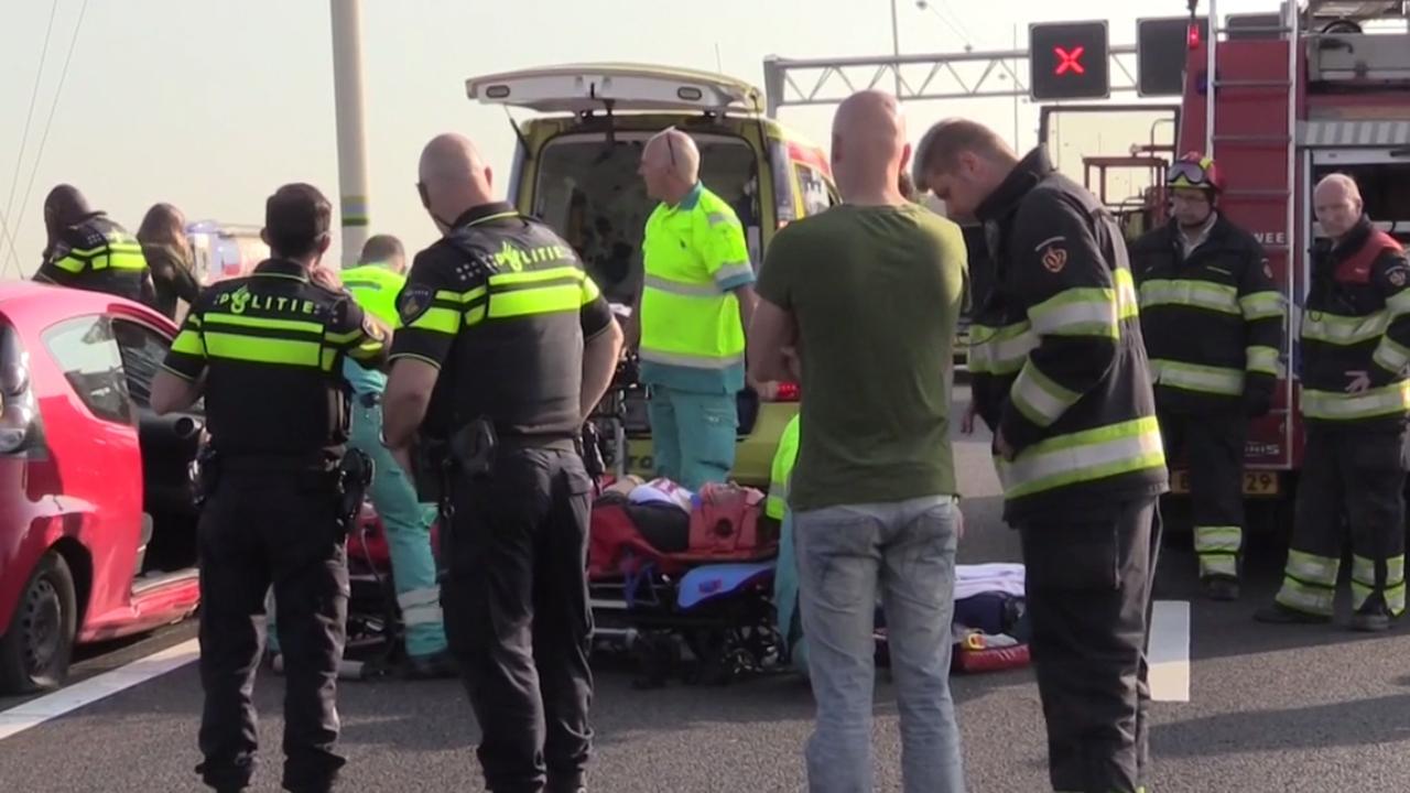 Gewonden en file door ongeluk A12