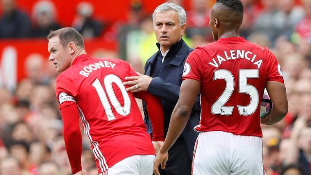 Mourinho merkt dat Rooney gebukt gaat onder 'veel te harde' kritiek