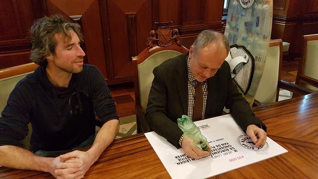 Plastic Soup Surfer hard op weg naar 40.000 handtekeningen