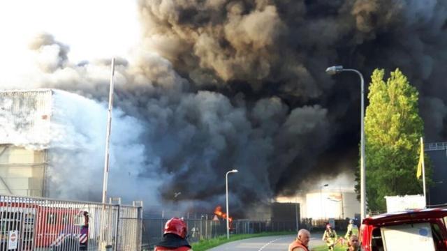 Politie onderzoekt oorzaak brand Westelijk Havengebied Amsterdam