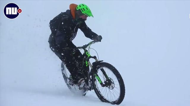 Schotse broers trotseren extreme natuurelementen op mountainbike