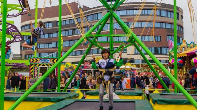 Binnenstad Roosendaal verandert met kermis in groot pretpark