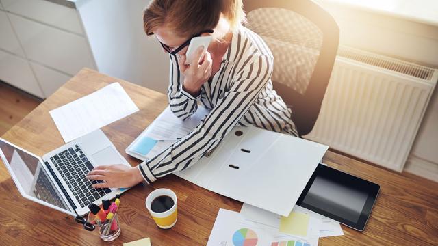 Ongeveer twee op de vijf werknemers werken wel eens thuis