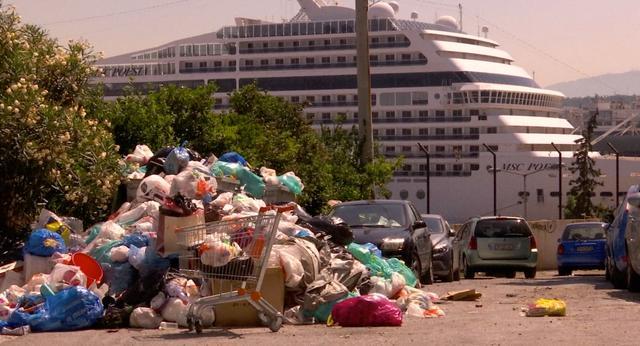 Straten Griekenland bezaaid met vuilnis door staking vuilnismannen