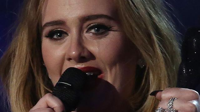 Adele krijgt diamanten plaat voor comeback-cd