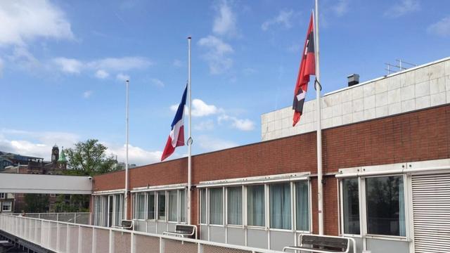 Franse vlag halfstok op stadhuis Amsterdam om aanslag Nice