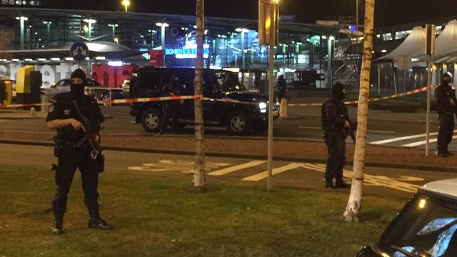 Parkeerboetes tijdens verdachte situatie Schiphol gaan prullenbak in