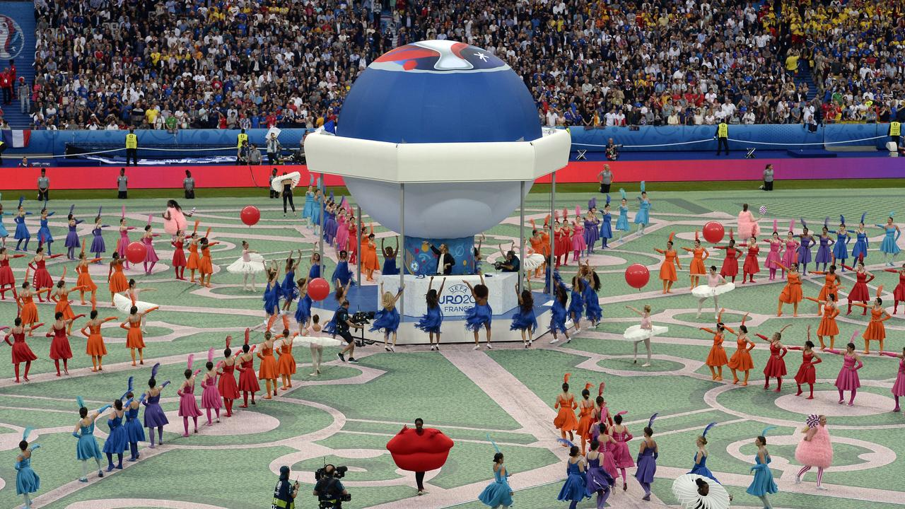 EK 2016 gestart met ceremonie in Stade de France Parijs