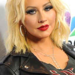 Christina Aguilera zamelt geld in voor Clinton
