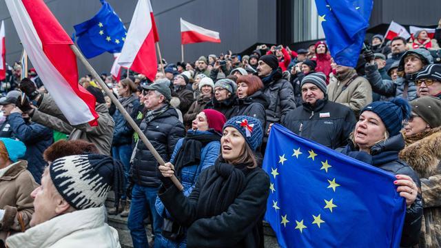 Koers nieuwe Poolse regering baart buitenland zorgen