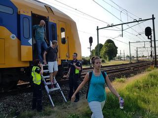 Personen zaten ongeveer 90 minuten vast in stilstaande trein naar Alphen aan den Rijn