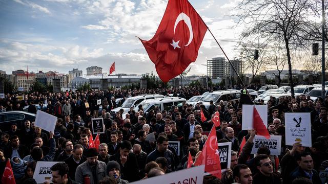 Premier Turkije niet eens met kritiek Europa na inval bij krant