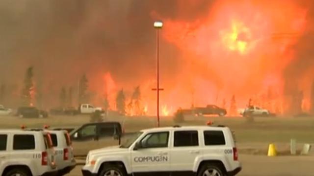 Tienduizenden Canadezen geëvacueerd om bosbrand
