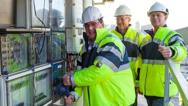 Wethouder activeert 4.200 zonnepanelen bij ATM