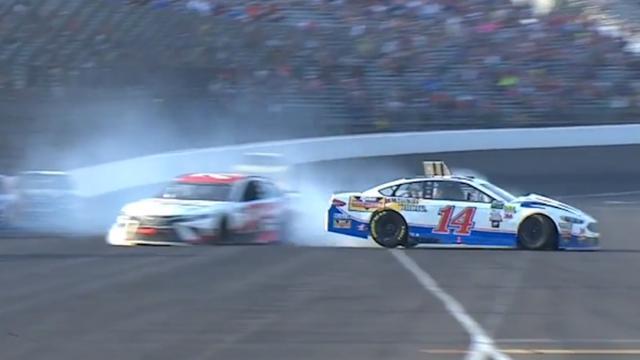 Helmcamera filmt zware crash met meerdere auto's tijdens NASCAR