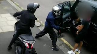 Britse politie geeft beelden van overval op profvoetballers vrij