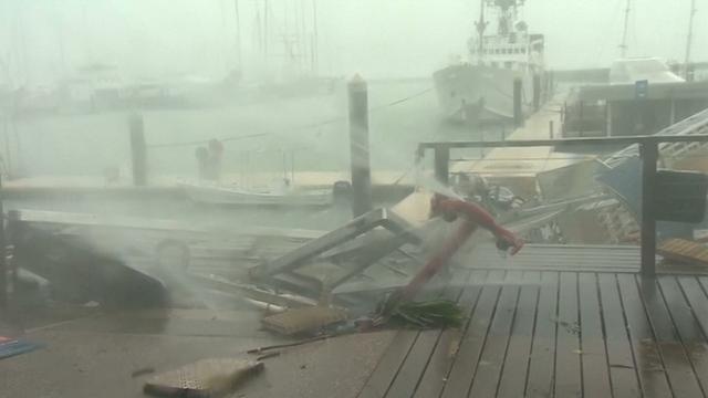 Eerste beelden vernieling cycloon Debbie in Australië