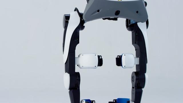 Chinese robot helpt verlamde mensen met lopen